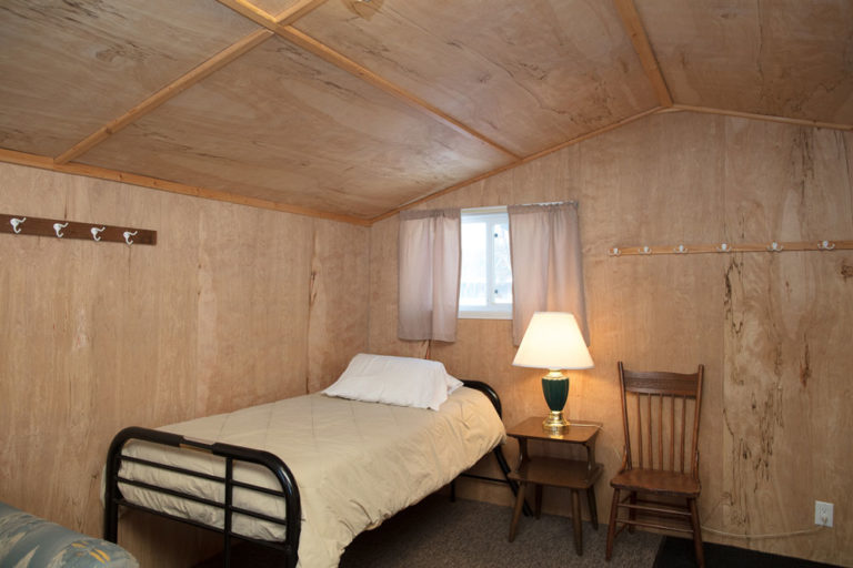 Cabin-13-Lake-of-the-Woods-Fishing-Resort-River-Bend-rbr-527-WEB